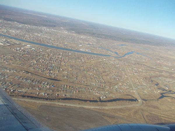 Использование малой авиации помогает оценить особенности местности при съемке крупного объекта.
